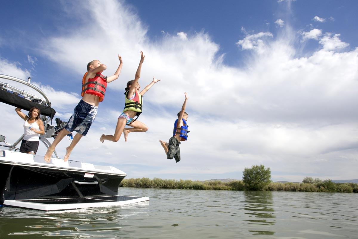 Summer-Fun---Boating-8545106_1200pxW